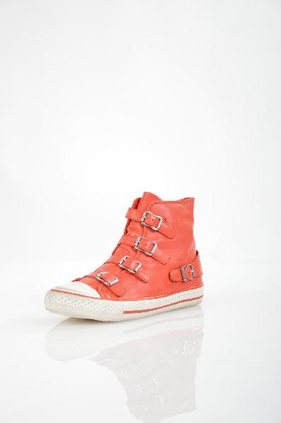 Кеды AshЖенская обувь<br>Кеды от Ash. Модель выполнена из высококачественной натуральной гладкой кожи ярко-красного цвета и оформлена регулируемыми ремешками на подъеме. Особенности: внутренняя отделка из текстиля, функциональная боковая молния, усиленный мыс, рельефная подошва.<br> <br> Материал верха натуральная кожа<br> Внутренний материал текстиль<br> Материал стельки текстиль<br> Материал подошвы резина<br> Цвет красный<br> Страна Италия<br> Сезон Мульти<br> Коллекция Весна-лето<br> Детали обуви пряжки<br><br>Материал: Натуральная кожа<br>Сезон: ВЕСНА/ОСЕНЬ<br>Коллекция: Весна-лето<br>Пол: Женский<br>Возраст: Взрослый<br>Цвет: Красный<br>Размер RU: 37