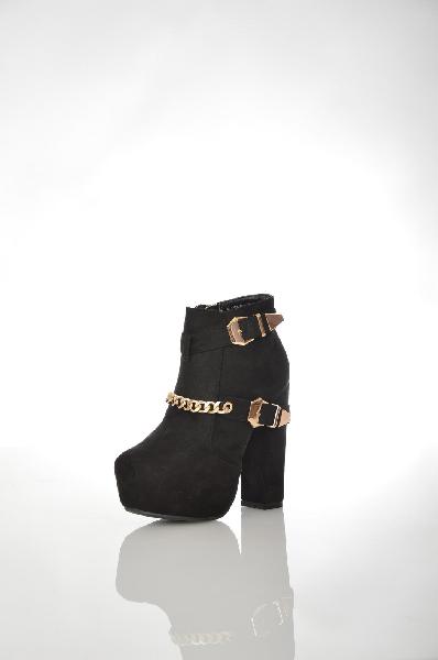 Ботильоны MalienЖенская обувь<br>Ботильоны от Malien выполнены из натурального велюра. Детали: текстильная подковка, стелька из искусственной кожи, функциональная молния, скрытая платформа, декоративные пряжки, высокий каблук.<br> Цвет черный<br> Сезон Мульти<br> Коллекция Осень-зима<br> Материа...<br><br>Высота каблука: 13 см<br>Высота платформы: 3 см<br>Материал: Натуральный велюр<br>Сезон: МУЛЬТИ<br>Коллекция: (Справочник &quot;Номенклатура&quot; (Общие)): Осень-зима<br>Пол: Женский<br>Возраст: Взрослый<br>Цвет: Черный<br>Размер RU: 37
