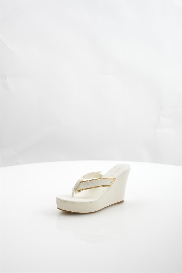 Сабо BodyflirtЖенская обувь<br>Материал:Верх: искусственная кожа<br> Подошва: синтетика<br> Стелька: искусственная кожа<br> Цвет: белый<br> Вид каблука: танкетка<br> Высота каблука-танкетки ? 10,5 см<br> Платформы ? 3,5 см.<br> <br> Страна: Германия<br><br>Высота каблука: 10.5 см<br>Высота платформы: 3.5 см<br>Материал: Искусственная кожа<br>Сезон: ЛЕТО<br>Коллекция: Весна-лето<br>Пол: Женский<br>Возраст: Взрослый<br>Цвет: Белый<br>Размер RU: 38