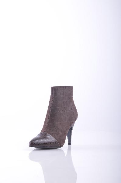 Полусапоги JEFFREY CAMPBELLЖенская обувь<br>Кожа с принтами, крокодиловый принт, без аппликаций, одноцветное изделие, молния, узкий носок, резиновая подошва, шпилька.<br>Высота каблука: 9 см<br>Объём голени: 27 см<br>Высота голенища / задника: 10 см<br>Страна: США<br><br>Высота каблука: 9 см<br>Объем голени: 27 см<br>Высота голенища / задника: 10 см<br>Материал: Натуральная кожа<br>Сезон: ВЕСНА/ОСЕНЬ<br>Коллекция: Осень-зима<br>Пол: Женский<br>Возраст: Взрослый<br>Цвет: Коричневый<br>Размер RU: 37