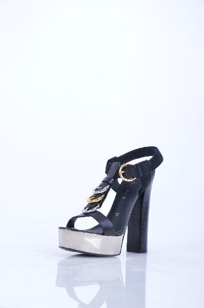 Босоножки VICINIЖенская обувь<br>Описание: Без аппликаций, аппликации из металла, замша, одноцветное изделие, ремешок на щиколотке, скругленный носок, подошва из кожи и резины.<br> <br> Высота каблука: 14 см<br> <br> Высота платформы: 4 см<br> <br> Страна: Италия<br><br>Высота каблука: 14 см<br>Высота платформы: 4 см<br>Материал: Натуральная кожа<br>Сезон: ЛЕТО<br>Коллекция: (Справочник &quot;Номенклатура&quot; (Общие)): Весна-лето<br>Пол: Женский<br>Возраст: Взрослый<br>Цвет: Черный<br>Размер RU: 37