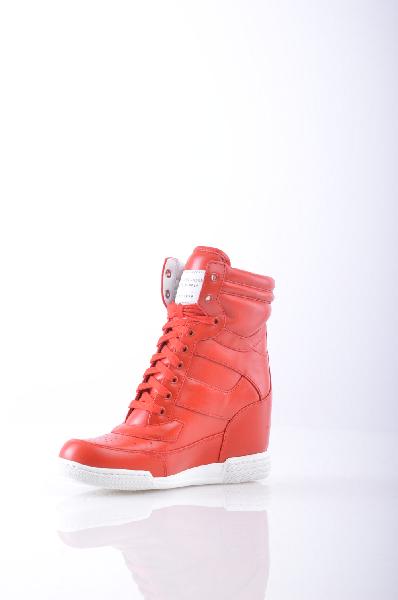Кроссовки MARC BY MARC JACOBSЖенская обувь<br>логотип, одноцветное изделие, шнуровка, скругленный носок, резиновая подошва с тиснением, обтянутый каблук<br>Высота каблука: 8 см.<br>Страна: США<br><br>Высота каблука: 8 см<br>Материал: Натуральная кожа<br>Сезон: МУЛЬТИ<br>Коллекция: Осень-зима<br>Пол: Женский<br>Возраст: Взрослый<br>Цвет: Красный<br>Размер RU: 37