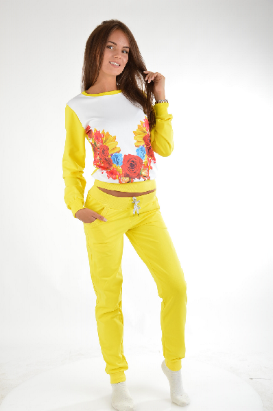 Костюм спортивный Grand StyleЖенская одежда<br>Спортивный костюм ярко-желтого цвета от Grand Style изготовлен из натурального толстовочного текстиля. <br> <br> Детали: свитшот свободного кроя, с эластичными резинками по канту и ярким флористическим принтом; брюки зауженного силуэта, с мягкими резинками на манжетах и поясе, кулиской на талии, двумя боковыми карманами.<br> <br> Состав: Хлопок - 90%, Вискоза - 10%<br> Длина по спинке: 55 см<br> Длина рукава: 63 см<br> Длина по боковому шву: 99 см<br> Длина по внутреннему шву: 74 см<br> Цвет: желтый<br> Сезон: Мульти<br> Коллекция: Весна-лето<br> <br> Страна производства: Россия<br><br>Материал: Хлопок<br>Сезон: МУЛЬТИ<br>Коллекция: Весна-лето<br>Пол: Женский<br>Возраст: Взрослый<br>Цвет: Желтый<br>Размер INT: XL