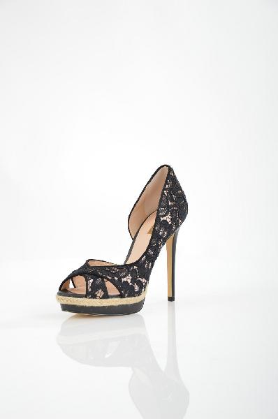 Туфли GuessЖенская обувь<br>Туфли с гипюровой отделкой Guess выполнены из сатинового текстиля бежевого цвета. Детали: декоративные вырезы на обуви; подошва обтянута джутовым волокном.<br> <br> Материал верха текстиль<br> Внутренний материал натуральная кожа<br> Материал стельки натуральная кожа<br> Материал подошвы искусственный материал<br> Высота каблука 12.5 см<br> Высота платформы 2.5 см<br> Цвет черный<br> Сезон Мульти<br> Коллекция Весна-лето<br> Детали обуви вырезы на обуви, кружево/гипюр, плетение/косички<br><br>Высота каблука: 12.5 см<br>Высота платформы: 2.5 см<br>Материал: Текстиль<br>Сезон: ЛЕТО<br>Коллекция: Весна-лето<br>Пол: Женский<br>Возраст: Взрослый<br>Цвет: Черный<br>Размер RU: 38