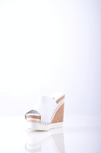 Сабо RASЖенская обувь<br>Описание: аппликации из металла, одноцветное изделие, скругленный носок, резиновая подошва, танкетка из пробки, сабо.<br> <br> Высота каблука: 13.5 см<br> <br> Высота платформы: 5.5 см<br> <br>Страна: Испания<br><br>Высота каблука: 13.5 см<br>Высота платформы: 5.5 см<br>Материал: Натуральная кожа<br>Сезон: ЛЕТО<br>Коллекция: Весна-лето<br>Пол: Женский<br>Возраст: Взрослый<br>Цвет: Белый<br>Размер RU: 37