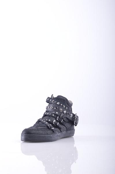 Высокие кеды REPLAYЖенская обувь<br>Материал: Текстильное волокно, Кожа<br>Детали: техническая ткань, замша, пряжка, аппликации из металла, заклепки, одноцветное изделие, молния, скругленный носок, резиновая подошва с тиснением, без каблука, логотип<br>Страна: Италия<br><br>Материал: Текстильное волокно<br>Сезон: МУЛЬТИ<br>Коллекция: (Справочник &quot;Номенклатура&quot; (Общие)): Весна-лето<br>Пол: Женский<br>Возраст: Взрослый<br>Цвет: Черный<br>Размер RU: 37
