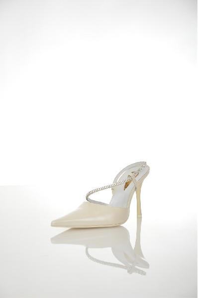 Туфли GUIDO LA ROCCAЖенская обувь<br>Материал: Лайка (сорт кожи), Swarovski<br> Детали: контрастные аппликации, одноцветное изделие, эластичные вставки, узкий носок, кожаная подошва, каблук-стилет, туфли с ремешком сзади<br> Размеры: Каблук: 10 см<br> Страна: Италия<br><br>Высота каблука: 10 см<br>Материал: Натуральная кожа<br>Сезон: ЛЕТО<br>Коллекция: Весна-лето<br>Пол: Женский<br>Возраст: Взрослый<br>Цвет: Слоновая кость<br>Размер RU: 37