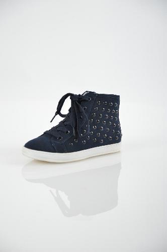 Кеды KEDDOОбувь для девочек<br>Цвет: темно-синий<br> <br> Состав: искусственный нубук<br> <br> Высокие кеды на шнуровке и молнии, выполненные в модном дизайне. У изделия удобная, нескользящая подошва, благодаря которой ноги будут всегда в комфорте. Лаконичный стиль в сочетании с высоким качеством делают эту обувь незаменимой.<br> Высота каблука Без каблука<br> Высота платформы Низкая, 2.0 см<br> Материал подкладки Кожа<br> Материал подошвы ТЭП (термоэластопласт)<br> Материал верха Искусственный нубук<br> Голенище Высота голенища, 9.0 см<br> Сезон демисезон<br> Пол Девочки<br> Страна бренда Соединенное Королевство<br><br>Высота каблука: Без каблука<br>Высота платформы: 2 см<br>Высота голенища / задника: 9 см<br>Материал: Искусственный нубук<br>Сезон: ВЕСНА/ОСЕНЬ<br>Коллекция: Весна-лето<br>Пол: Женский<br>Возраст: Детский<br>Цвет: Темно-синий<br>Размер RU: 33