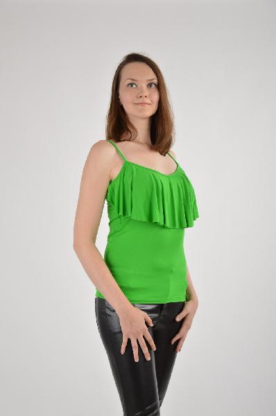 Топ, VilatteЖенская одежда<br>Цвет: зеленый<br><br><br> <br><br><br>Состав: вискоза 95%,полиуретан 5%<br><br><br> <br><br><br>Топ выполнен из тонкого вискозного трикотажного полотна. Спереди оригинальная кокетка - драпировка. Лямки имеют регуляторы длины.<br><br><br>Покрой Приталенный<br><br><br>Длина изделия по ...<br><br>Материал: Вискоза<br>Сезон: ЛЕТО<br>Коллекция: (Справочник &quot;Номенклатура&quot; (Общие)): Весна-лето<br>Пол: Женский<br>Возраст: Взрослый<br>Цвет: Зеленый<br>Размер INT: M
