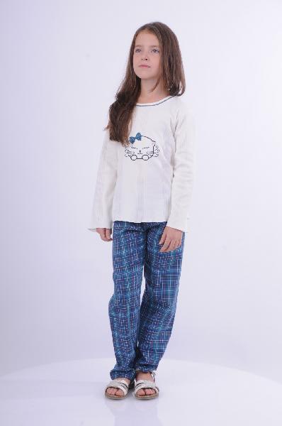 Пижама BlackSpadeОдежда для девочек<br>Цвет: морская волна, белый, темно-синий<br> <br> Состав: хлопок 75%, полиэстер 25%<br> <br> Удобная хлопковая пижама, состоящая из лонгслива и брюк на эластичном поясе. Изделия выполнены в практичной расцветке. Модель оформлена симпатичным рисунком. Длина кофточк...<br><br>Материал: Хлопок<br>Сезон: МУЛЬТИ<br>Коллекция: (Справочник &quot;Номенклатура&quot; (Общие)): Весна-лето<br>Пол: Женский<br>Возраст: Детский<br>Цвет: Разноцветный<br>Размер Height: 128