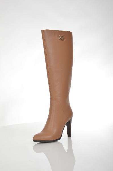 Сапоги VitacciЖенская обувь<br>Цвет: светло-коричневый<br> <br> Состав: натуральная кожа<br> <br> Элегантные сапоги актуального дизайна. Модель выполнена из качественного материала однотонной расцветки. Отличный вариант на каждый день.<br> <br> Высота каблука Высокий, 9.5 см<br> Вид застежки Молния<br> Высота платформы Низкая, 0.8 см<br> Материал верха Кожа<br> Материал стельки Текстиль<br> Форма мыска Заостренный мысок<br> Голенище Высота голенища, 38.0 см<br> Голенище Обхват голенища, 36.0 см<br> Материал подошвы Полиуретан<br> Материал подкладки Ворсин<br> Форма каблука Устойчивый<br> Особенность материала верха Матовый<br> Декоративные элементы Декоративные элементы<br> Сезон демисезон<br> Пол Женский<br> Страна бренда Россия<br><br>Высота каблука: 9.5 см<br>Высота платформы: 0.8 см<br>Объем голени: 36 см<br>Высота голенища / задника: 38 см<br>Материал: Натуральная кожа<br>Сезон: ВЕСНА/ОСЕНЬ<br>Коллекция: Осень-зима<br>Пол: Женский<br>Возраст: Взрослый<br>Цвет: Коричневый<br>Размер RU: 38
