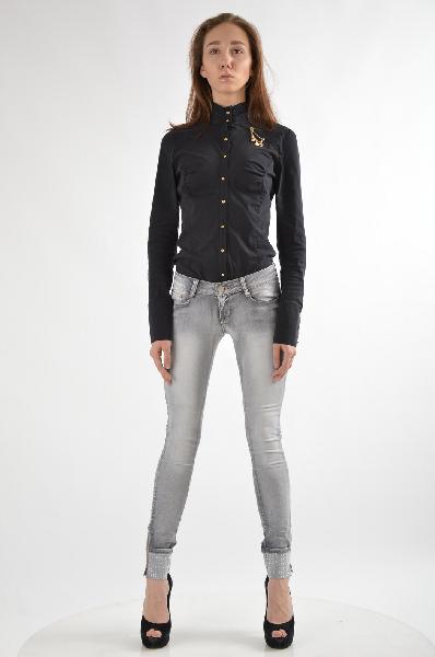 Джинсы Nero su BiancoЖенская одежда<br>Цвет: Серый<br><br><br> Состав:73% хлопок, 25% полиэстер, 2% эластан<br><br><br> Особенности: Узкие джинсы с пятью карманами на молнии и пуговице, отделаны стразами и молниями по бокам<br><br><br> Страна дизайна: Италия<br><br><br> Страна производства: Италия<br><br>Материал: Хлопок<br>Сезон: ЛЕТО<br>Коллекция: Весна-лето<br>Пол: Женский<br>Возраст: Взрослый<br>Модель: ЗАУЖЕННЫЕ<br>Цвет: Серый<br>Размер INT: S