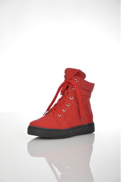 Ботинки VIVIAN ROYALЖенская обувь<br>Ботинки красного цвета Vivian Royal выполнены из искусственного нубука. Внутренняя отделка из искусственного меха. Детали: застежка на молнию, шнуровка на подъеме, декор из страз.<br> <br> Цвет красный<br> Сезон Зима<br> Коллекция Осень-зима<br> Детали обуви камни/стразы<br> Материал верха искусственный нубук<br> Внутренний материал искусственный мех<br> Материал стельки искусственный мех<br> Материал подошвы искусственный материал<br> Высота голенища / задника 12 см<br> Высота платформы 2.5 см<br> Страна: Россия<br><br>Высота платформы: 2.5 см<br>Высота голенища / задника: 12 см<br>Материал: Искусственный нубук<br>Сезон: ЗИМА<br>Коллекция: Осень-зима<br>Пол: Женский<br>Возраст: Взрослый<br>Цвет: Красный<br>Размер RU: 37