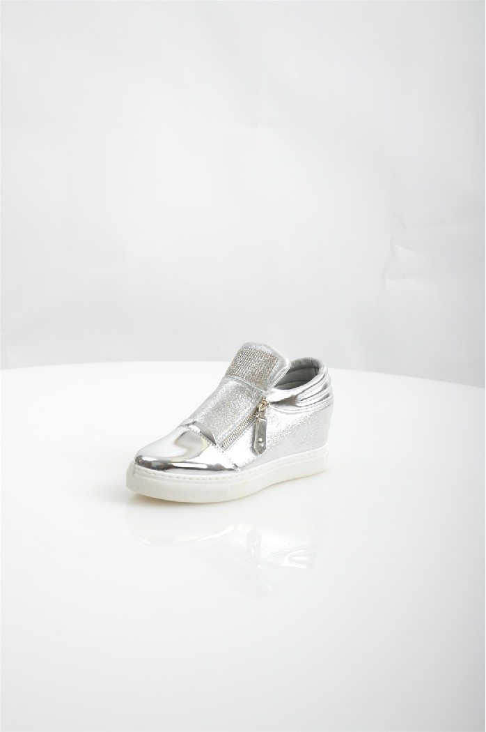 Сникеры TrastaЖенская обувь<br>Цвет: серебристый<br> Состав: искусственный материал 100%<br> <br> Материал подкладки обуви: Искусственный материал<br> Габариты предмета (см): высота платформы: 1 см; высота подошвы: 1 см<br> Материал подошвы обуви: искусственный материал<br> Материал стельки: искусственный материал<br> Сезон: демисезон<br> <br> Страна бренда: Россия<br> Страна производитель: Россия<br><br>Высота каблука: 7 см<br>Высота платформы: 1 см<br>Материал: Искусственная кожа<br>Сезон: ВЕСНА/ОСЕНЬ<br>Коллекция: Весна-лето<br>Пол: Женский<br>Возраст: Взрослый<br>Цвет: Светло-серый<br>Размер RU: 38