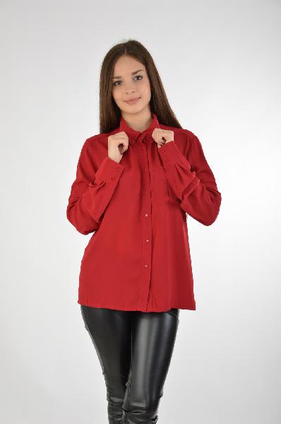 Camelot БлузаЖенская одежда<br>Женская блуза Camelot выполнена из шифонового текстиля темно-красного цвета. Модель имеет декоративные пуговицы на отложенном вороте, функциональные пуговицы на рукавах, накладной карман на фронтальной стороне. Детали: прямой свободный силуэт, однотонное изделие,<br> <br> Состав 100% - Полиэстер<br> Длина по спинке 57 см<br> Длина рукава 64 см<br> Страна: Россия<br><br>Материал: Полиэстер<br>Сезон: МУЛЬТИ<br>Коллекция: Осень-зима<br>Пол: Женский<br>Возраст: Взрослый<br>Цвет: Белый<br>Размер INT: L