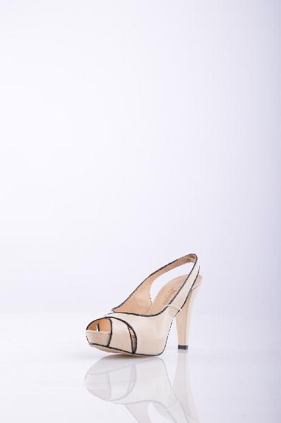 Сандалии LES VENUESЖенская обувь<br>Описание: без аппликаций, одноцветное изделие, скругленный носок, резиновая подошва, обтянутый каблук.<br>Высота каблука: 10 см.<br>Высота платформы: 2.5 см<br>Страна: Италия<br><br>Высота каблука: 10 см<br>Высота платформы: 2.5 см<br>Материал: Лайка (сорт кожи)<br>Сезон: ЛЕТО<br>Коллекция: (Справочник &quot;Номенклатура&quot; (Общие)): Весна-лето<br>Пол: Женский<br>Возраст: Взрослый<br>Цвет: Кремовый<br>Размер RU: 37.5