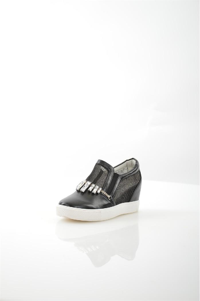 Кеды на танкетке Sweet ShoesЖенская обувь<br>Кеды на танкетке от Sweet Shoes выполнены из полупрозрачного сетчатого текстиля и искусственной кожи и декорированы кристаллами. <br> <br> Материал верха искусственная кожа, искусственный материал<br> Внутренний материал искусственная кожа<br> Материал стельки искусственная кожа<br> Материал подошвы резина<br> Высота каблука 6 см<br> Цвет черный<br> Сезон Лето<br> Коллекция Весна-лето<br> Детали обуви камни/стразы, металл, прозрачность, сетка<br><br>Высота каблука: 6 см<br>Материал: Искусственная кожа<br>Сезон: ЛЕТО<br>Коллекция: Весна-лето<br>Пол: Женский<br>Возраст: Взрослый<br>Цвет: Черный<br>Размер RU: 37