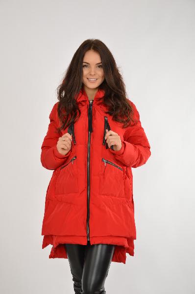 Куртка утепленная BefreeЖенская одежда<br>Куртка от Befree выполнена из гладкого текстиля красного цвета. Модель прямого кроя с синтепоновым утеплителем. Детали: несъемный капюшон с мягкой меховой внутренней отделкой, воротник-стойка, застежка на молнию, трикотажные манжеты, четыре внешних кармана, молнии по бокам позволяют регулировать объем.<br><br>Длина рукава 65 см<br> Цвет красный<br> Сезон Демисезон, Зима<br> Коллекция Осень-зима<br> Детали одежды стеганый<br> Состав Полиэстер - 100%<br> Материал подкладки Полиэстер - 100%<br> Утеплитель Полиэстер - 100%<br> Длина 86 см<br> Страна: Россия<br><br>Материал: Полиэстер<br>Сезон: ЗИМА<br>Коллекция: Осень-зима<br>Пол: Женский<br>Возраст: Взрослый<br>Цвет: Красный<br>Размер INT: S