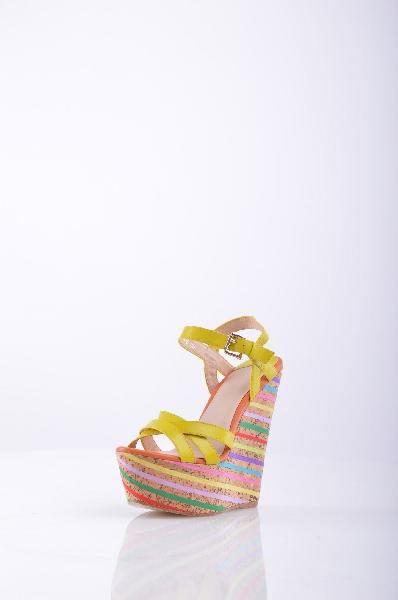 Graciana БосоножкиЖенская обувь<br>Яркие босоножки Graciana прекрасно впишутся в летний гардероб. <br><br>Верх обуви представлен в виде кожаных ремешков горчичного оттенка. <br><br><br>Изюминка модели - высокая пробковая танкетка, которая украшена принтом в разноцветную полоску. Стелька исполнена из мягкой натуральной кожи. Небольшая платформа компенсирует высоту платформы, что делает колодку максимально удобной. <br><br><br>Материал верха натуральная кожа <br><br><br>Внутренний материал натуральная кожа <br><br><br>Материал стельки натуральная кожа<br><br><br>Материал подошвы искусственный материал <br><br><br>Высота каблука: 16 см.<br><br><br>Высота платформы: 6.5 см<br><br><br>Страна: Италия<br><br>Высота каблука: 16 см<br>Высота платформы: 6.5 см<br>Материал: Натуральная кожа<br>Сезон: ЛЕТО<br>Коллекция: Весна-лето<br>Пол: Женский<br>Возраст: Взрослый<br>Цвет: Разноцветный<br>Размер RU: 38