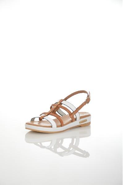 Сандалии JUST COUTUREЖенская обувь<br>Цвет: коричневый, белый<br> <br> Состав: натуральная кожа 100%<br> <br> Фактура материала Кожаный<br> Материал подошвы Резина<br> По назначению Ходьба<br> Вид застежки Пряжка<br> Высота каблука Высота: 3.1 см<br> Материал подкладки натуральная кожа<br> Материал стельки натур...<br><br>Высота каблука: 3 см<br>Материал: Натуральная кожа<br>Сезон: ЛЕТО<br>Коллекция: (Справочник &quot;Номенклатура&quot; (Общие)): Весна-лето<br>Пол: Женский<br>Возраст: Взрослый<br>Цвет: Коричневый<br>Размер RU: 37