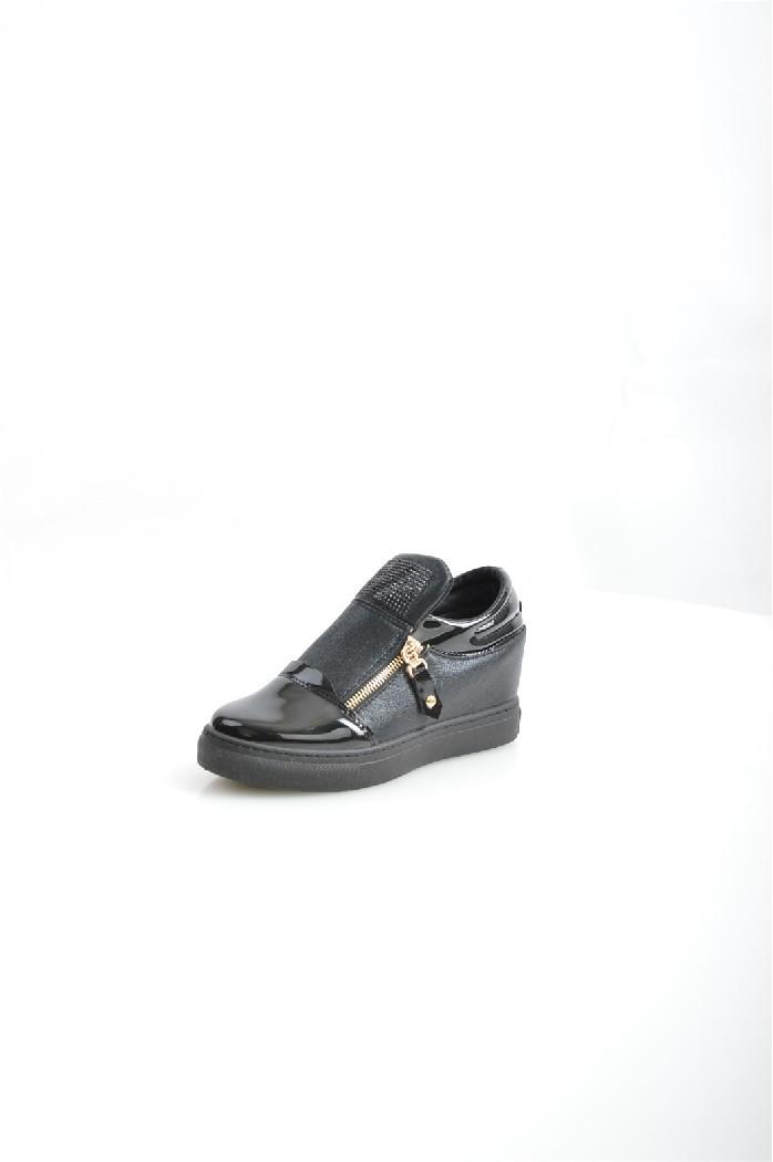Сникеры TrastaЖенская обувь<br>Цвет: черный<br> Состав: искусственный материал 100%<br> <br> Вид застежки: Шнуровка<br> Материал подкладки обуви: Искусственный материал<br> Габариты предмета (см): высота платформы: 1 см; высота каблука: 7 см<br> Материал подошвы обуви: искусственный материал<br> Материал стельки: искусственный материал<br> Сезон: демисезон<br> <br> Страна бренда: Россия<br> Страна производитель: Россия<br><br>Высота каблука: 7 см<br>Высота платформы: 1 см<br>Материал: Искусственная кожа<br>Сезон: ВЕСНА/ОСЕНЬ<br>Коллекция: Весна-лето<br>Пол: Женский<br>Возраст: Взрослый<br>Цвет: Черный<br>Размер RU: 38