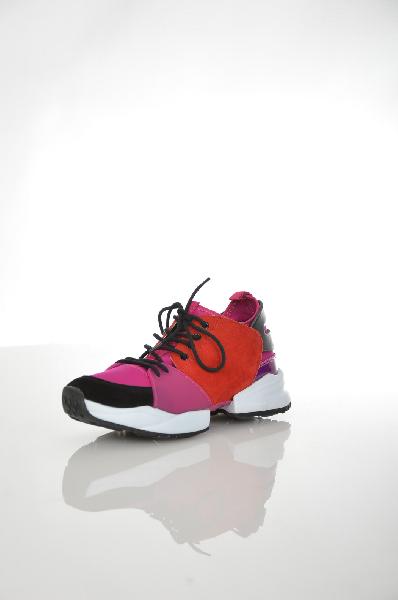 Кроссовки AldoЖенская обувь<br>Эффектные кроссовки от Aldo выполнены в сочетании искусственной кожи насыщенно-красного цвета, фиолетового текстиля, велюра черного цвета и резины. Детали: фрагментированная резиновая подошва с гибкой вставкой посередине, текстильный носок, текстильная стелька.<br> <br> Цвет фиолетовый, фуксия<br> Сезон Мульти<br> Коллекция Осень-зима<br> Материал верха искусственная кожа, искусственный материал, лайкра, натуральный велюр, резина<br> Внутренний материал искусственная кожа<br> Материал стельки текстиль<br> Материал подошвы резина<br> Страна: Канада<br><br>Материал: Искусственная кожа<br>Сезон: ВЕСНА/ОСЕНЬ<br>Коллекция: Осень-зима<br>Пол: Женский<br>Возраст: Взрослый<br>Цвет: Фиолетовый<br>Размер RU: 38
