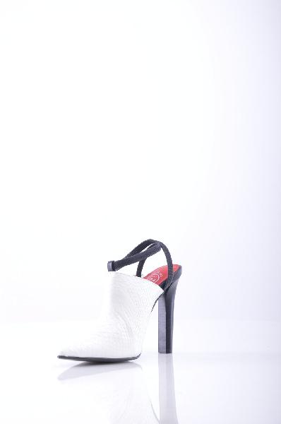 Туфли JEFFREY CAMPBELLЖенская обувь<br>Описание: Одноцветное изделие, эластичные вставки, узкий носок, резиновая подошва, без аппликаций, туфли с ремешком сзади. <br> <br> Высота каблука: 13 см <br> Страна: США<br><br>Высота каблука: 13 см<br>Материал: Натуральная кожа<br>Сезон: ЛЕТО<br>Коллекция: Весна-лето<br>Пол: Женский<br>Возраст: Взрослый<br>Цвет: Белый<br>Размер RU: 37