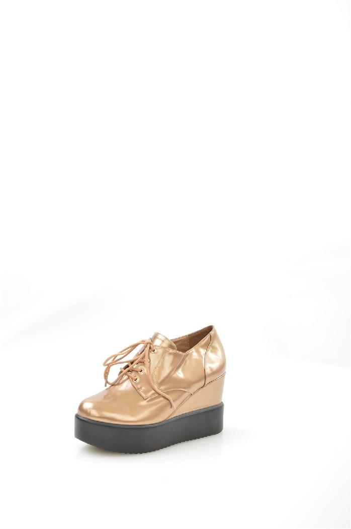Ботильоны KarolinaЖенская обувь<br>Цвет: бежевый<br> Материал верха: кожа искусственная лакированная<br> Материал подкладки: кожа искусственная<br> Материал стельки: кожа искусственная<br> Материал подошвы: искусственный материал, рифленая<br> Сезон: весна-осень<br> Высота каблука: 8,5 см<br> Цвет и обтяжка каблука: бежевый, кожа искусственная лакированная<br> Местоположение логотипа: стелька<br> Уход за изделием: протирать губкой<br> <br> Страна дизайна: Италия<br> Страна производства: Турция.<br><br>Высота каблука: 8.5 см<br>Материал: Искусственная кожа<br>Сезон: ВЕСНА/ОСЕНЬ<br>Коллекция: Весна-лето<br>Пол: Женский<br>Возраст: Взрослый<br>Цвет: Бежевый<br>Размер RU: 38