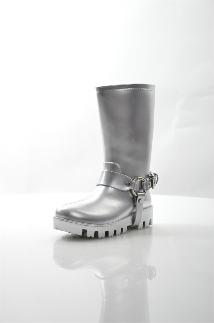Резиновые сапоги KEDDOЖенская обувь<br>Детали: подкладка и стелька из ворсина, рельефная подошва.<br> <br> Материал верха: резина<br> Внутренний материал: ворсин<br> Материал стельки: ворсин<br> Материал подошвы: ПВХ<br> Высота голенища / задника: 26 см<br> Цвет: серебряный<br> Коллекция: Весна-лето<br> Сезон: демисезон<br> <br> Страна бренда: Великобритания<br><br>Высота голенища / задника: 26 см<br>Материал: Резина<br>Сезон: ВЕСНА/ОСЕНЬ<br>Коллекция: Весна-лето<br>Пол: Женский<br>Возраст: Взрослый<br>Цвет: Серый<br>Размер RU: 37