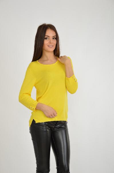 Джемпер oodjiЖенска одежда<br>Цвет: желтый<br> <br> Состав: полиамид 16%,вискоза 84%<br> <br> Джемпер с округлым вырезом горловины. Модель выполнена из однотонного материала. Отличное решение на каждый день.<br> <br> Вырез горловины Округлый вырез<br> Длина рукава 3/4, 45 см<br> Декоративные лементы Пуговицы<br> Габариты предметов Длина, 65 см<br> Ширина рукава Пройма, 20 см<br> Тип рукава Втачной<br> Покрой Прмой<br> Сезон демисезон<br> Пол Женский<br> Страна Росси<br><br>Материал: Вискоза<br>Сезон: ВЕСНА/ОСЕНЬ<br>Коллекци: Осень-зима<br>Пол: Женский<br>Возраст: Взрослый<br>Цвет: Желтый<br>Размер INT: S