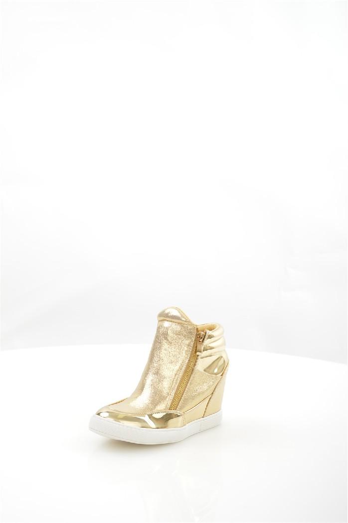 Кеды на танкетке LaikЖенская обувь<br>Кеды на танкетке Laik выполнены из искусственной лакированной кожи и блестящего текстиля. Текстильная подкладка, стелька из искусственной кожи.<br> <br> Материал верха искусственная лаковая кожа, текстиль<br> Внутренний материал текстиль<br> Материал подошвы резина<br> Материал стельки искусственная кожа<br> Высота каблука 9 см<br> Высота голенища / задника 6 см<br> Сезон демисезон<br> Цвет золотой<br> Цвет фурнитуры золотой<br><br>Высота каблука: 9 см<br>Высота голенища / задника: 6 см<br>Материал: Искусственная замша<br>Сезон: ВЕСНА/ОСЕНЬ<br>Коллекция: Весна-лето<br>Пол: Женский<br>Возраст: Взрослый<br>Цвет: Золотой<br>Размер RU: 38