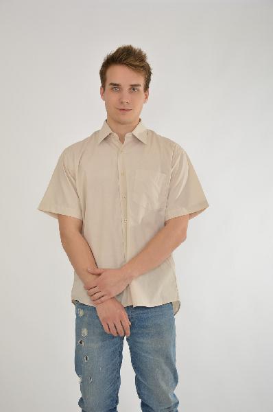 Рубашка DavaniРубашки, Поло<br>Цвет: кремовый<br> <br> Состав: хлопок 85%, полиэстер 15%<br> <br> Прекрасная рубашка с короткими рукавами. Модель выполнена из высококачественного материала приятной расцветки. Отличный вариант для повседневного использования.<br> Вид застежки Пуговицы<br> Воротник ...<br><br>Материал: Хлопок<br>Сезон: МУЛЬТИ<br>Коллекция: (Справочник &quot;Номенклатура&quot; (Общие)): Весна-лето<br>Пол: Мужской<br>Возраст: Взрослый<br>Цвет: Бежевый<br>Размер INT: 170