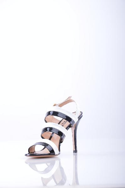 LAUR?N СандалииЖенская обувь<br>Описание: эффект лакировки, двухцветный узор, боковая пряжка, скругленный носок, без аппликаций, кожаная подошва, обтянутый каблук-шпилька.<br>Высота каблука: 10.5 см.<br>Страна: Италия<br><br>Высота каблука: 10.5 см<br>Материал: Натуральная кожа<br>Сезон: ЛЕТО<br>Коллекция: Весна-лето<br>Пол: Женский<br>Возраст: Взрослый<br>Цвет: Разноцветный<br>Размер RU: 37