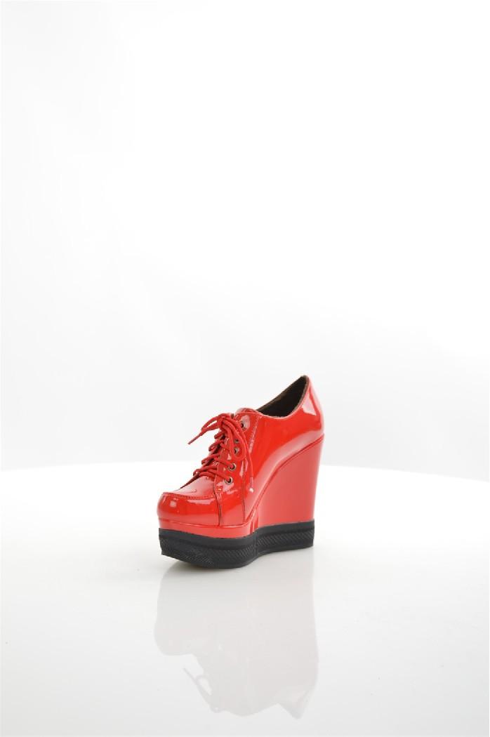 Ботинки LINO MORANOЖенская обувь<br>Цвет: красный<br> Состав: искусственный материал 100%<br> <br> Вид застежки: Шнуровка; Без застежки<br> Материал подкладки обуви: Искусственный материал<br> Материал подошвы обуви: искусственный материал<br> Материал стельки: искусственный материал<br> Высота обуви: низкие<br> Вид каблука: танкетка; без каблука<br> Форма мыска: круглый<br> Фактура материала: Гладкий<br> Габариты предметов: Высота платформы: 2 см; Высота подошвы: 2 см; Высота каблука: 12 см<br> Вид обуви: ботинки<br> Вид мыска: закрытый<br> Сезон: демисезон<br> Пол: Женский<br> <br> Страна бренда: Россия<br> Страна производитель: Россия<br><br>Высота каблука: 12 см<br>Высота платформы: 2 см<br>Материал: Искусственный материал<br>Сезон: ВЕСНА/ОСЕНЬ<br>Коллекция: Весна-лето<br>Пол: Женский<br>Возраст: Взрослый<br>Цвет: Красный<br>Размер RU: 39