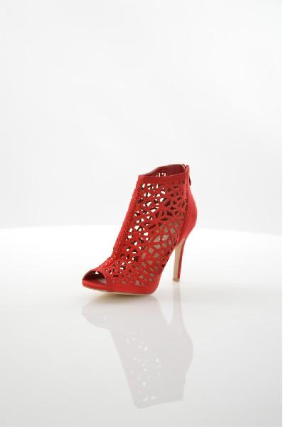Ботильоны ChasseЖенская обувь<br>Ботильоны Chasse выполнены из искусственной замши и декорированы стразами. Детали: застежка на молнию сзади, внутренняя отделка из искусственной кожи, шпилька.<br> <br> Материал верха искусственная замша<br> Внутренний материал искусственная кожа<br> Материал стельки искусственная кожа<br> Материал подошвы искусственный материал<br> Высота голенища / задника 9 см<br> Высота каблука 9.7 см<br> Тип каблука Шпилька<br> Застежка на молнии<br> Цвет красный<br> Сезон Лето<br> Стиль Повседневный<br> Коллекция Весна-лето<br> Детали обуви камни/стразы, перфорация, прозрачность<br> Узор Однотонный<br> Высота каблука Высокий<br> Высота обуви Средние<br> Страна: Италия<br><br>Высота каблука: 9.5 см<br>Высота голенища / задника: 9 см<br>Материал: Искусственная замша<br>Сезон: ЛЕТО<br>Коллекция: Весна-лето<br>Пол: Женский<br>Возраст: Взрослый<br>Цвет: Красный<br>Размер RU: 38