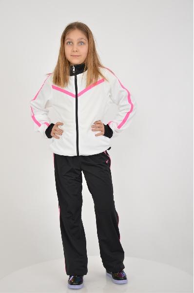 Костюм спортивный T40 T WARM UP YTH NikeОдежда для девочек<br>Спортивный костюм от Nike для девочки состоит из олимпийки и брюк. Модель выполнена из гладкого текстиля. Детали олимпийка: воротник-стойка, карманы спереди, эластичные манжеты, застежка на молнию. Детали брюк: эластичный пояс со шнурком. Для размера 128/137 - высота посадки 23 см.<br> <br> Состав Полиэстер - 100%<br> Длина 50 см<br> Длина рукава 50 см<br> Длина по боковому шву 80 см<br> Длина по внутреннему шву 60 см<br> Цвет белый, черный<br> Сезон Мульти<br> Коллекция Весна-лето<br> Страна: Германия<br><br>Материал: Полиэстер<br>Сезон: МУЛЬТИ<br>Коллекция: Весна-лето<br>Пол: Женский<br>Возраст: Детский<br>Цвет: Разноцветный<br>Размер Height: 164