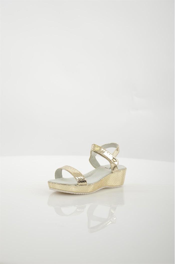 Туфли VitacciЖенская обувь<br>Материал подошвы: искусственный материал, рифленая<br> Материал верха: кожа искусственная<br> <br> Цвет: золотой<br> Материал подкладки: кожа натуральная<br> Материал стельки: кожа натуральная<br> Страна дизайна: Россия, Италия<br><br>Высота каблука: 10 см<br>Высота платформы: 0.3 см<br>Материал: Замша<br>Сезон: ЛЕТО<br>Коллекция: Весна-лето<br>Пол: Женский<br>Возраст: Взрослый<br>Цвет: Серый<br>Размер RU: 37