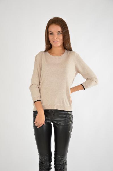 Джемпер SELAЖенская одежда<br>Лаконичный джемпер – покупка номер один для формирования базового гардероба. Телесная бежевая расцветка  позволяет сочетать изделие с одеждой любого оттенка. У модели круглая горловина, по окантовке рукава контрастная черная полоска.<br>Цвет: бежевый<br> <br> Состав: вискоза 83%,нейлон 17%<br> <br> Длина изделия по спинке, 54 см<br> Рукав длина, 43 см<br> Сезон демисезон<br> Пол Женский<br> Страна Россия<br><br>Материал: Вискоза<br>Сезон: ВЕСНА/ОСЕНЬ<br>Коллекция: Осень-зима<br>Пол: Женский<br>Возраст: Взрослый<br>Цвет: Бежевый<br>Размер INT: L