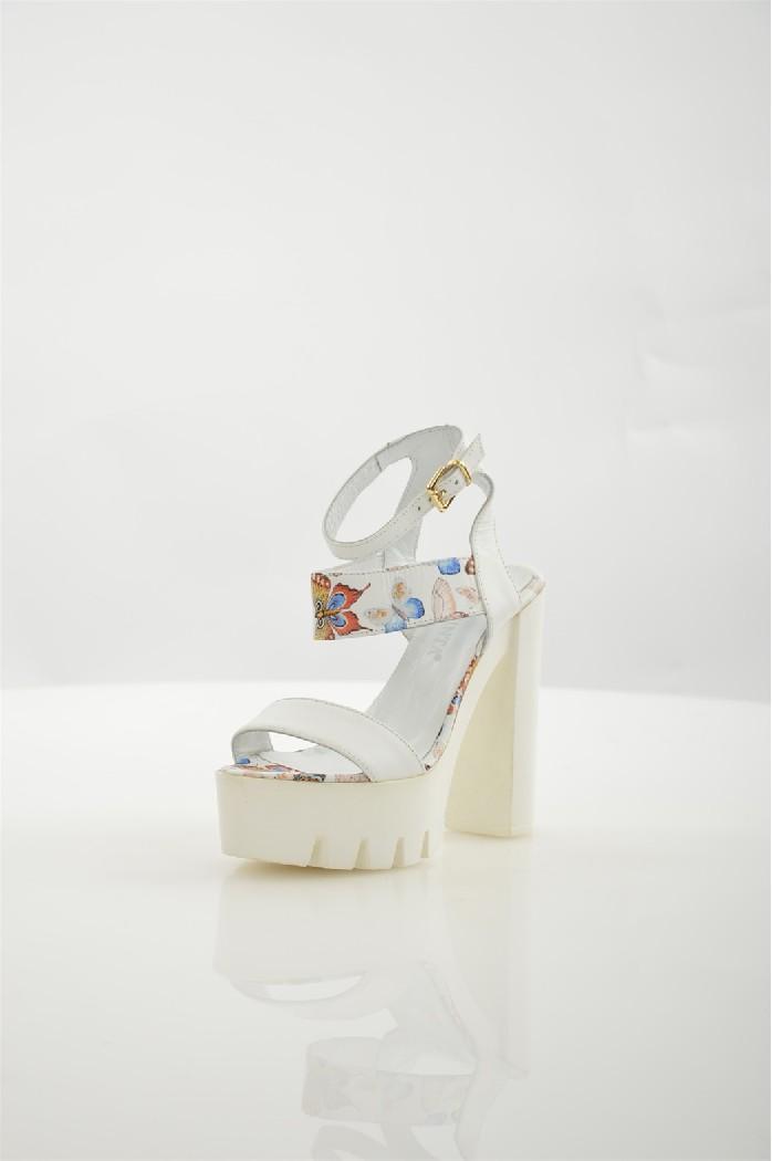 Босоножки La pintaЖенская обувь<br>Цвет: белый,синий<br> Состав: натуральная кожа 100%<br> <br> Материал подкладки обуви: натуральная кожа<br> Габариты предмета: высота каблука; высота подошвы; высота платформы<br> Материал подошвы обуви: ТЭП (термоэластопласт)<br> Материал стельки: натуральная кожа<br> Сезон: лето<br> Страна бренда: Турция<br> Страна производитель: Польша<br><br>Высота каблука: 13.5 см<br>Материал: Натуральная кожа<br>Сезон: ЛЕТО<br>Коллекция: Весна-лето<br>Пол: Женский<br>Возраст: Взрослый<br>Цвет: Белый<br>Размер RU: 37