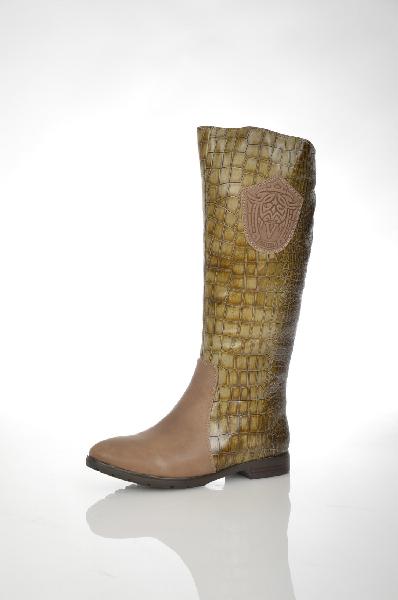 Сапоги VitacсiЖенская обувь<br>Цвет: хаки<br> Материал верха: натуральная кожа<br> Материал подкладки: натуральный мех<br> Материал стельки: байка<br> Материал подошвы: ПУ<br> Высота голенища: 37 см<br> Высота каблука: 2,5 см<br> Цвет и обтяжка каблука: темно-коричневый<br> Местоположение логотипа: по...<br><br>Высота каблука: 2.5 см<br>Высота голенища / задника: 37 см<br>Материал: Натуральная кожа<br>Сезон: ВЕСНА/ОСЕНЬ<br>Коллекция: (Справочник &quot;Номенклатура&quot; (Общие)): Осень-зима<br>Пол: Женский<br>Возраст: Взрослый<br>Цвет: Хаки<br>Размер RU: 38