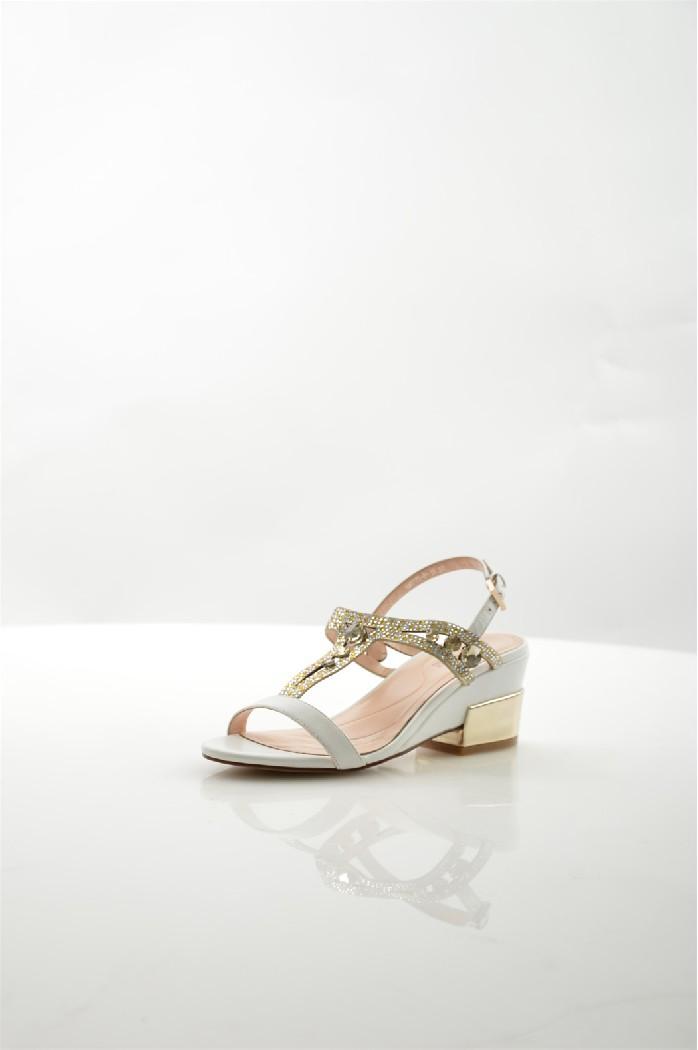 Босоножки RenaissanceЖенская обувь<br>Цвет: белый<br> Состав: натуральная кожа<br> <br> Вид застежки: Пряжка<br> Фактура материала: кожаный<br> Материал подкладки обуви: натуральная кожа<br> Высота платформы: 6 см; высота подошвы: 1 см<br> Материал подошвы обуви: резина<br> Материал стельки: натуральная кожа<br> Сезон: лето<br> <br> Страна бренда: Россия<br> Страна производитель: Италия<br><br>Высота платформы: 6 см<br>Материал: Натуральная кожа<br>Сезон: ЛЕТО<br>Коллекция: Весна-лето<br>Пол: Женский<br>Возраст: Взрослый<br>Цвет: Белый<br>Размер RU: 37