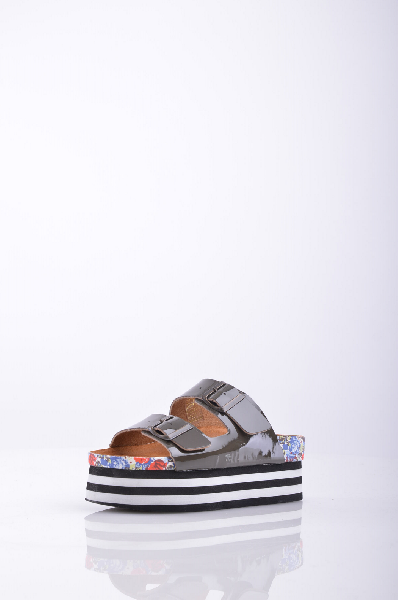 Сабо JEFFREY CAMPBELLЖенская обувь<br>Эффект лакировки, без аппликаций, одноцветное изделие, пряжка, скругленный носок, резиновая подошва с тиснением. <br> Высота каблука: 6.5 см <br> Высота платформы: 5.5 см <br>Страна: США<br><br>Высота каблука: 6.5 см<br>Высота платформы: 5.5 см<br>Материал: Натуральная кожа<br>Сезон: ЛЕТО<br>Коллекция: Весна-лето<br>Пол: Женский<br>Возраст: Взрослый<br>Цвет: Коричневый<br>Размер RU: 38