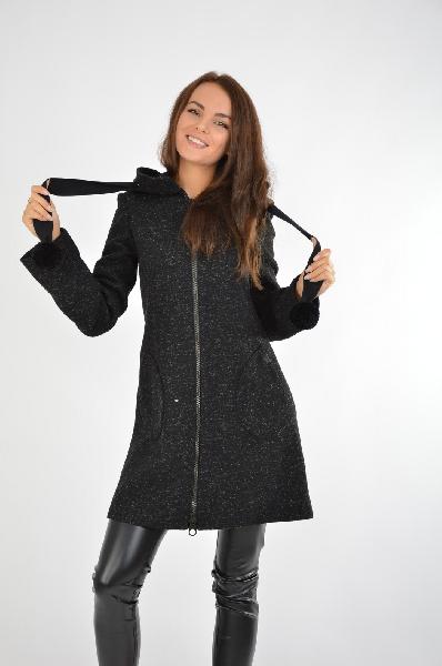 Пальто COP.COPINEЖенская одежда<br>Материал: 67% Шерсть, 20% Полиамид, 9% Полиэстер, 4% Вискоза<br> Страна: Франция<br><br>Строгое и лаконичное пальто в универсальном чёрном цвете, сочетающее в себе идеальное соотношения цены и качества. Превосходный крой изделия, выверенные линии, натуральные ткани делают это пальто незаменимой вещью в гардеробе на осенне-зимней период. Классика, актуальная вне времени и обстоятельств<br><br>Материал: Шерсть<br>Сезон: ВЕСНА/ОСЕНЬ<br>Коллекция: Осень-зима<br>Пол: Женский<br>Возраст: Взрослый<br>Цвет: Черный<br>Размер INT: S