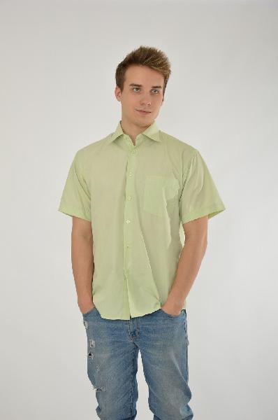Рубашка DavaniРубашки, Поло<br>Цвет: светло-зеленый<br> <br> Состав: хлопок 85%, полиэстер 15%<br> <br> Легкая рубашка с центральной застежкой на пуговицы и аккуратным отложным воротником, комфортного прямого кроя. Модель, выполненная из однотонного материала, станет идеальным вариантом на каждый день.<br> Вид застежки Пуговицы<br> Воротник Классический<br> Длина рукава Короткие, 24.5 см<br> Фактура материала Текстильный<br> Тип карманов Накладные<br> Габариты предметов Длина, 76.0 см<br> Ширина рукава Пройма, 25.0 см<br> Сезон лето<br> Пол Юноши<br> Страна бренда Россия<br> Страна производитель Россия<br><br>Материал: Хлопок<br>Сезон: МУЛЬТИ<br>Коллекция: Весна-лето<br>Пол: Мужской<br>Возраст: Взрослый<br>Цвет: Зеленый<br>Размер INT: 164
