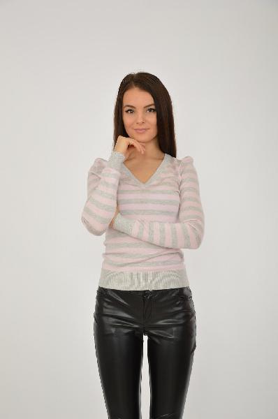 Пуловер oodjiЖенская одежда<br>Цвет: бледно-розовый, светло-серый<br> <br> Состав: полиамид 20%, вискоза 80%<br> <br> Пуловер облегающего кроя с V-образным вырезом горловины и длинными рукавами. Оформлен рисунком в полоску.<br> <br> Вырез горловины V-образный вырез<br> Длина рукава Длинные: 61 см<br> ...<br><br>Материал: Вискоза<br>Сезон: ВЕСНА/ОСЕНЬ<br>Коллекция: (Справочник &quot;Номенклатура&quot; (Общие)): Осень-зима<br>Пол: Женский<br>Возраст: Взрослый<br>Цвет: Разноцветный<br>Размер INT: S