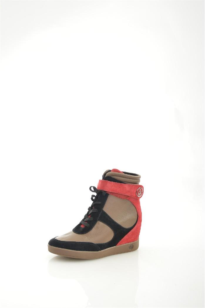 Кеды Armani JeansЖенская обувь<br>Цвет: мультиколор<br> Материал верха: 50% замша, 50% натуральная кожа<br> Высота каблука: 9 см<br> Уход за изделием: чистить по мере загрязнения<br> <br> Страна дизайна: Италия<br> Страна производства: Индонезия<br><br>Высота каблука: 9 см<br>Материал: Натуральная кожа<br>Сезон: ВЕСНА/ОСЕНЬ<br>Коллекция: Весна-лето<br>Пол: Женский<br>Возраст: Взрослый<br>Цвет: Разноцветный<br>Размер RU: 38