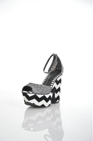 Босоножки SchutzЖенская обувь<br>Цвет: черный, белый<br> Материал верха: текстиль<br> Материал подкладки: натуральная кожа<br> Материал стельки: натуральная кожа<br> Материал подошвы: искусственный материал, гладкая<br> Особенности: сезон - лето<br> Параметры изделия: для размера 37/37: толщина платформы 5 см, ширина носка стельки 7,8 см, длина стельки 23,5 см. <br> Высота каблука: 12 см<br> Цвет и обтяжка каблука: черно-белый, искусственный материал<br> Местоположение логотипа:стелька<br> Страна: США<br><br>Высота каблука: 12 см<br>Высота платформы: 5 см<br>Материал: Текстиль<br>Сезон: ЛЕТО<br>Коллекция: Весна-лето<br>Пол: Женский<br>Возраст: Взрослый<br>Цвет: Разноцветный<br>Размер RU: 37
