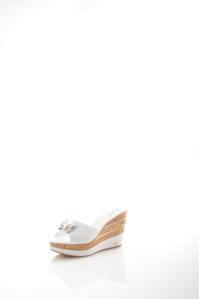Сабо BaldininiЖенская обувь<br>Цвет: белый<br> Материал верха: кожа<br> Материал подкладки: кожа<br> Материал стельки: кожа<br> Материал подошвы: резина<br> Сезон: лето<br> Высота каблука: платформа 11 см<br> Местоположение логотипа: с внешней стороны<br> <br> Страна дизайна: Италия<br> Страна производства: Италия.<br><br>Высота каблука: 11 см<br>Материал: Натуральная кожа<br>Сезон: ЛЕТО<br>Коллекция: Весна-лето<br>Пол: Женский<br>Возраст: Взрослый<br>Цвет: Белый<br>Размер RU: 38