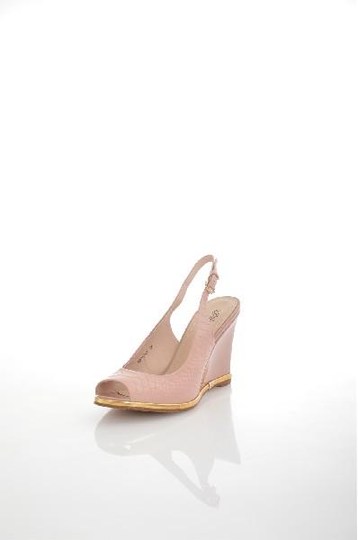 Босоножки JUST COUTUREЖенская обувь<br>Босоножки Just Couture выполнены из натуральной кожи. Детали: подкладка и стелька из натуральной кожи; застежка на пряжку; танкетка.<br> <br> Материал верха натуральная кожа<br> Внутренний материал натуральная кожа<br> Материал стельки натуральная кожа<br> Материал подошвы искусственный материал<br> Высота каблука 9.5 см<br> Тип каблука Танкетка<br> Застежка на пряжке<br> Цвет розовый<br> Сезон Лето<br> Стиль Повседневный<br> Коллекция Весна-лето<br> Страна: Италия<br><br>Высота каблука: 9.5 см<br>Материал: Натуральная кожа<br>Сезон: ЛЕТО<br>Коллекция: Весна-лето<br>Пол: Женский<br>Возраст: Взрослый<br>Цвет: Бежевый<br>Размер RU: 38