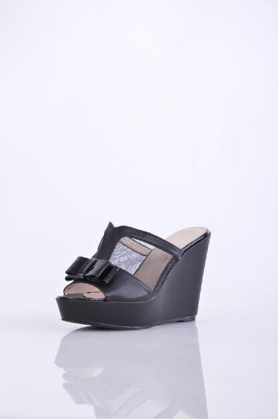 Ideal СабоЖенская обувь<br>Эффектные женские сабо на танкетке Ideal. Верх модели выполнен из сочетания натуральной гладкой кожи и сетчатого полупрозрачного текстиля. Детали: внутренняя отделка и стелька из искусственной кожи, высокая обтянутая танкетка, резиновая подошва.<br><br>Матери...<br><br>Высота каблука: 11 см<br>Высота платформы: 3 см<br>Материал: Искусственная кожа<br>Сезон: ЛЕТО<br>Коллекция: (Справочник &quot;Номенклатура&quot; (Общие)): Весна-лето<br>Пол: Женский<br>Возраст: Взрослый<br>Цвет: Черный<br>Размер RU: 38
